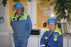 Esa Eskelinen ja Jouko Kuosmanen kaivoksen rikastamossa.